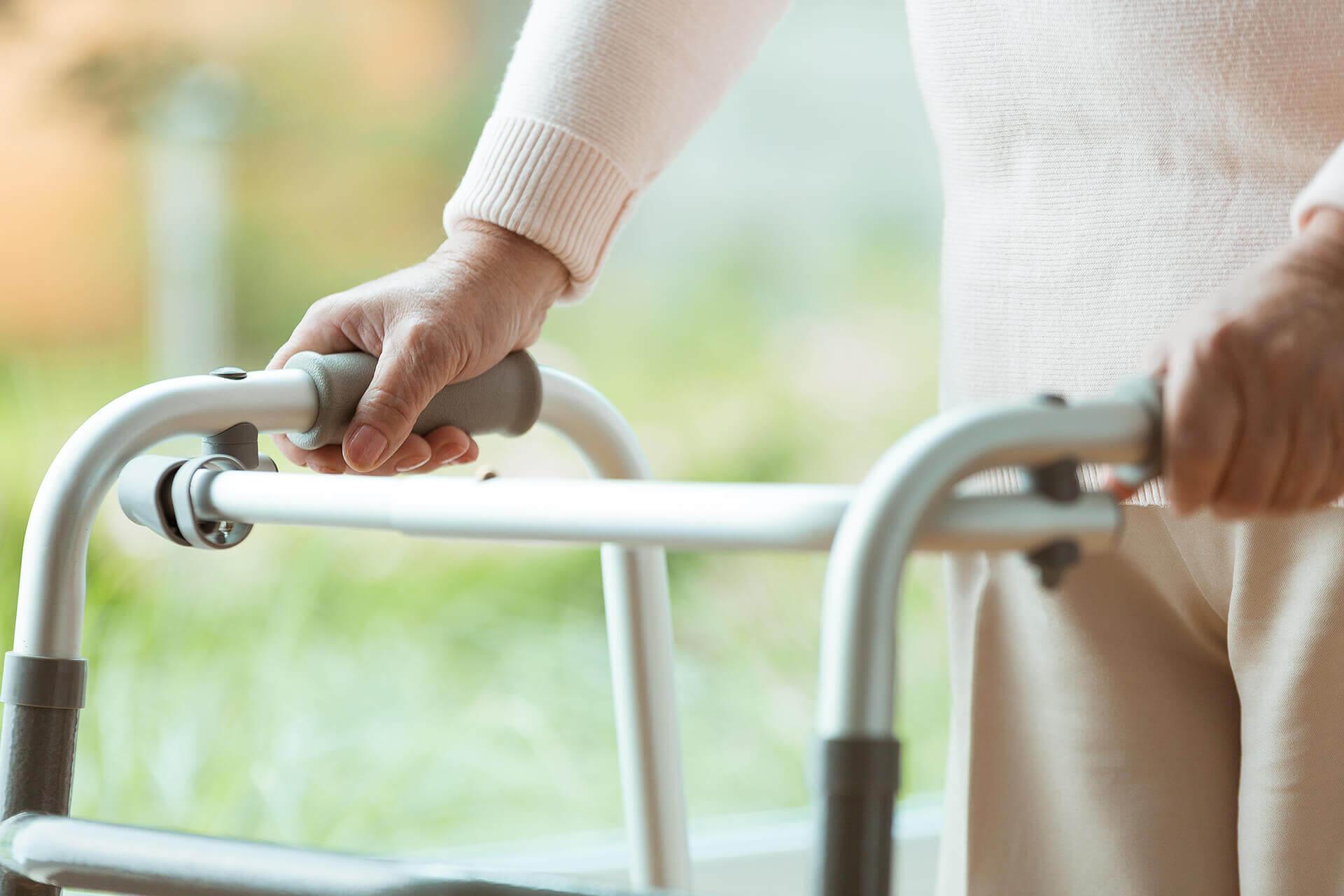 Jak správně vybrat invalidní chodítko pro děti i dospělé?