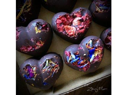 Pralinky z hořké čokolády s jedlými květy