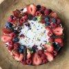 piškotový dort s malinami