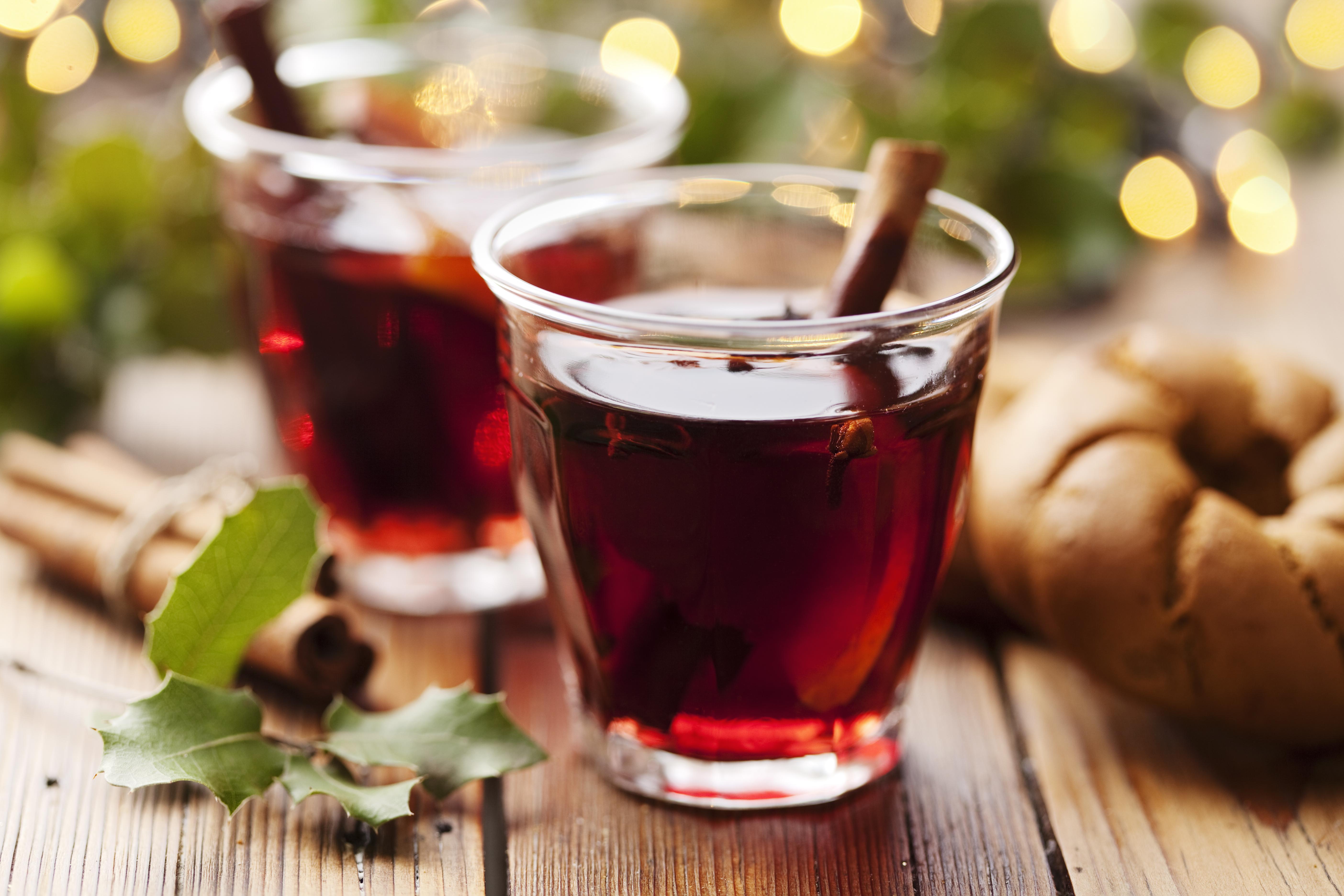 Zahřejte se s řeckým drinkem rakomelo
