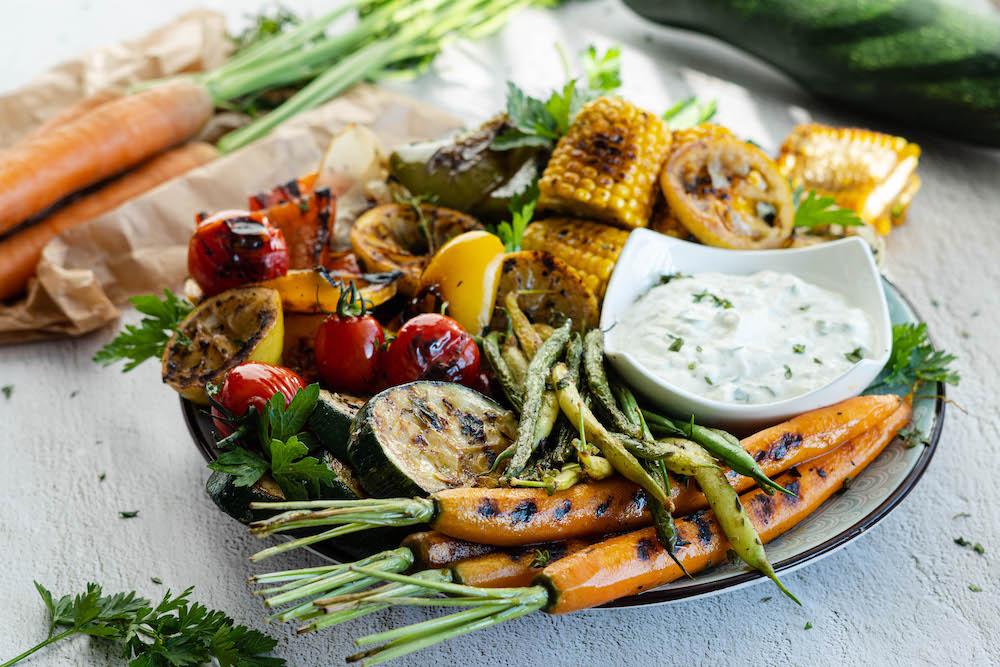 Grilovaná zelenina s cesnakovým dipom