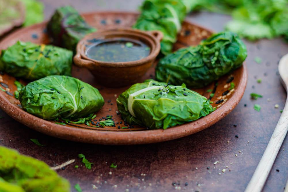 Plnené vegánske mangoldové závitky s ryžou a zeleninou