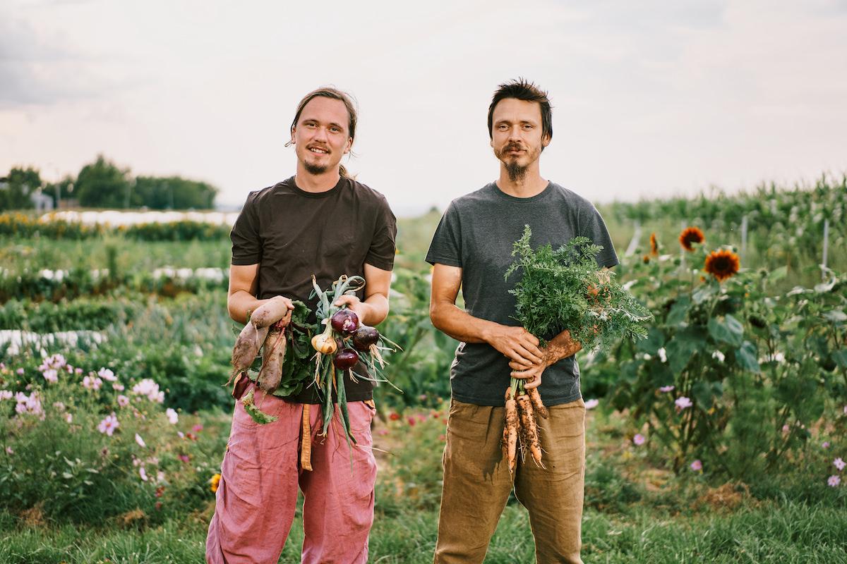 Bratia z Hlbokého farmárčia v súlade s prírodou
