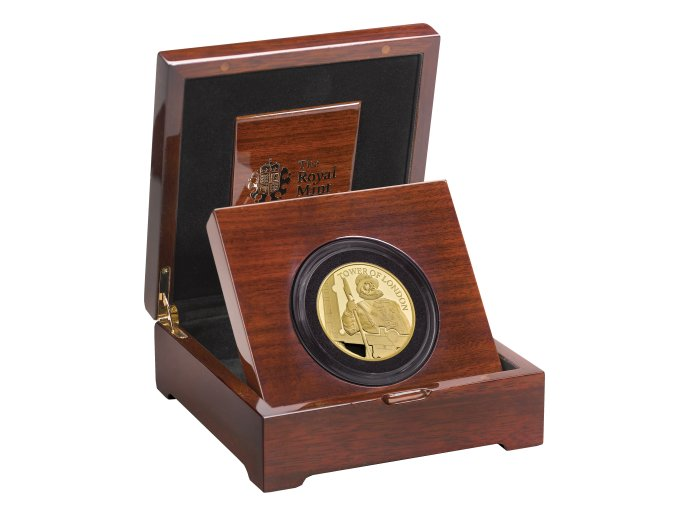 The Tower of London The Yeoman Warders 2019 UK Five Ounce Gold Proof Coin reverse in case right UK19YWG5 450x499