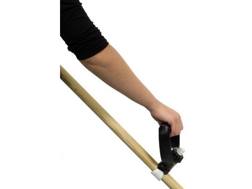 Pomocný držák na zahradní nářadí s dlouhou rukojetí