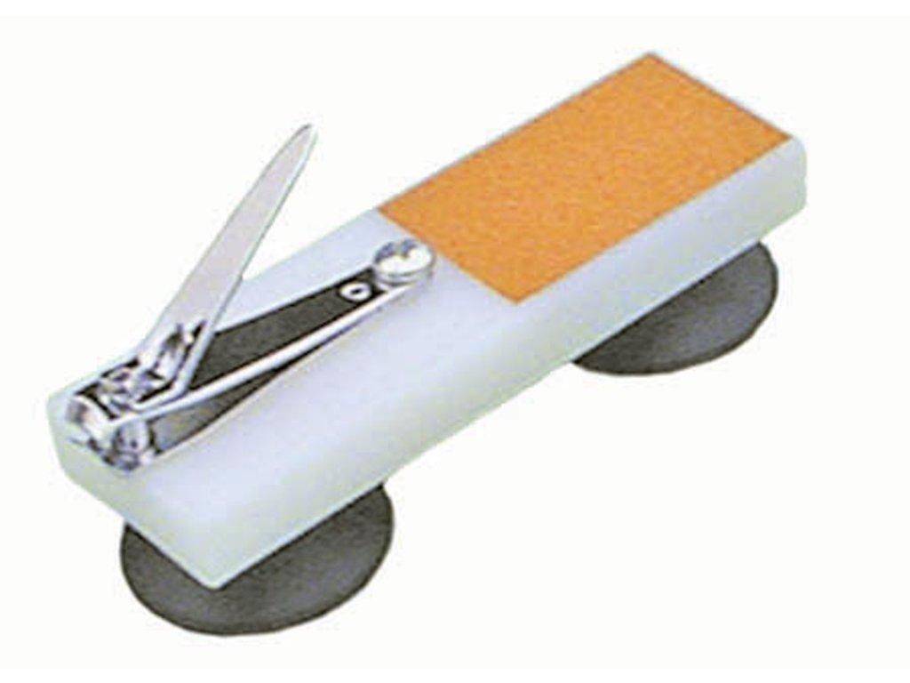 Kleštičky na nehty upevněné na pevné podložce