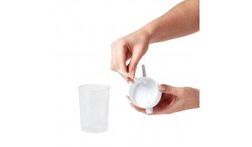 Hrnek na pití pro osoby na lůžku
