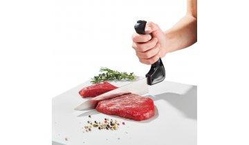 Nůž se zahnutou rukojetí na krájení masa