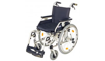 Mechanický invalidní vozík s brzdami pro doprovod