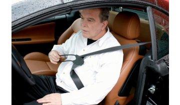 Podavač bezpečnostního pásu ve vozidle
