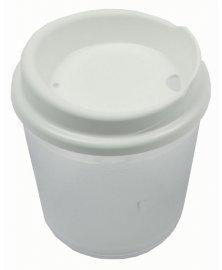 Plastový pohár s víčkem bez otvoru
