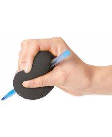 Pěnová koule pro snadnější úchop psací potřeby