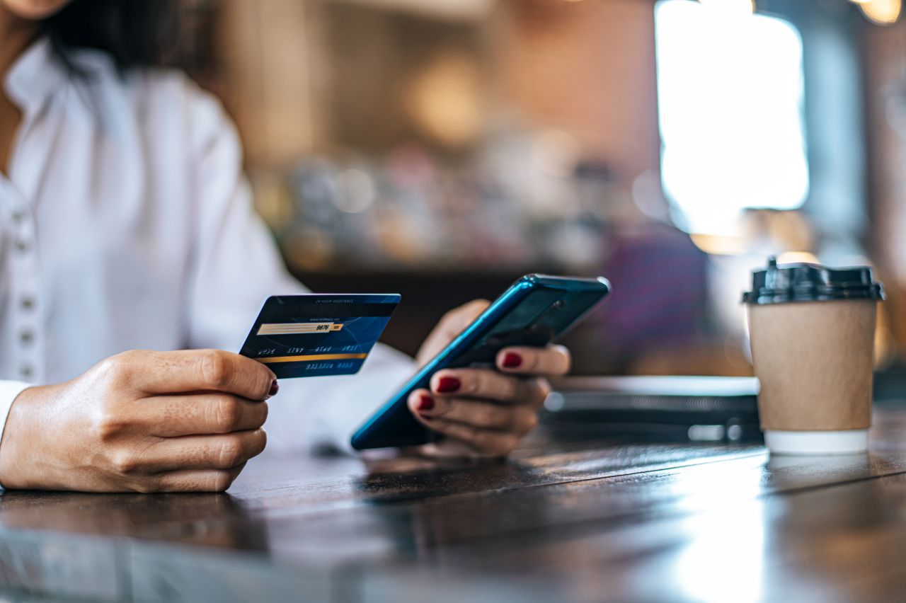 pay-goods-by-credit-card-through-smartphone-coffee-shop