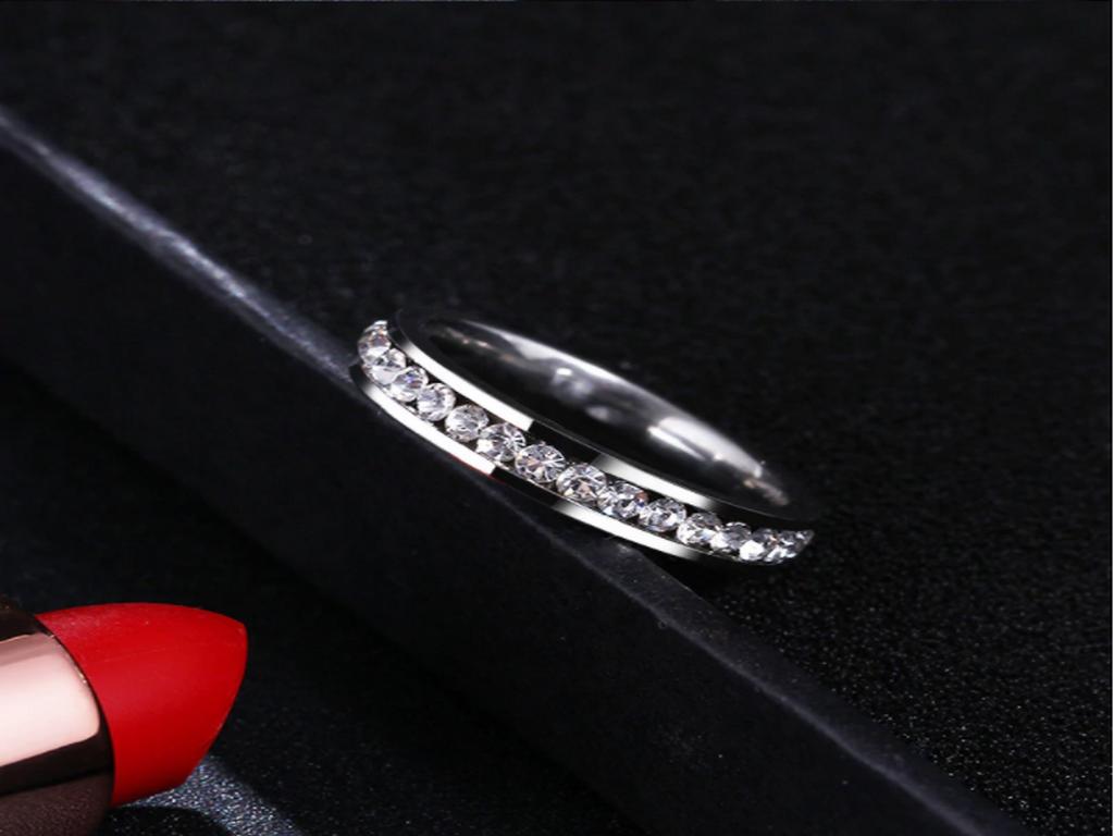 Proč si vybrat šperky z chirurgické oceli?