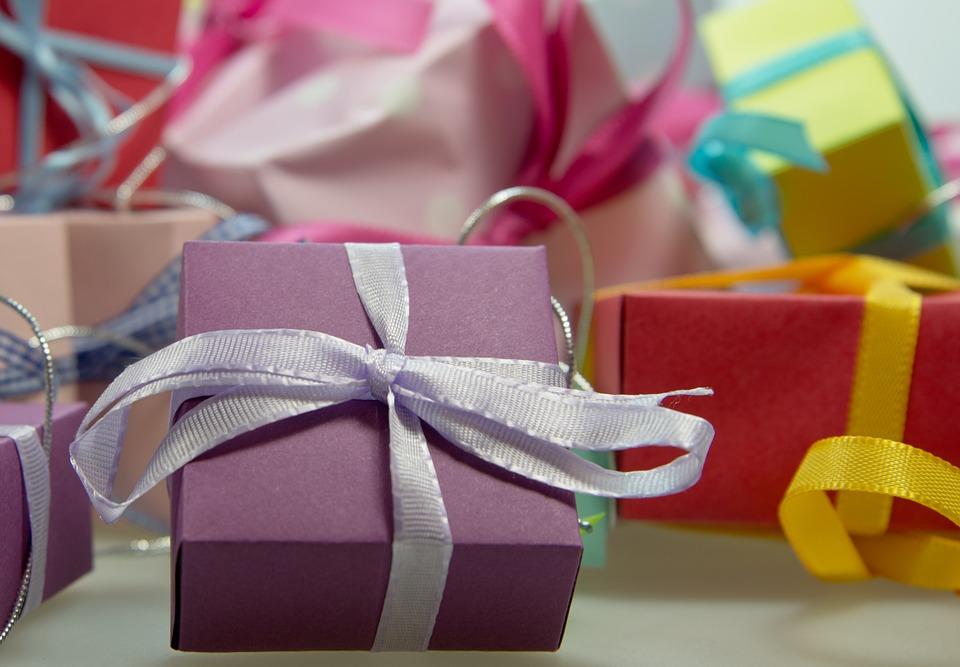 gift-444519_960_720