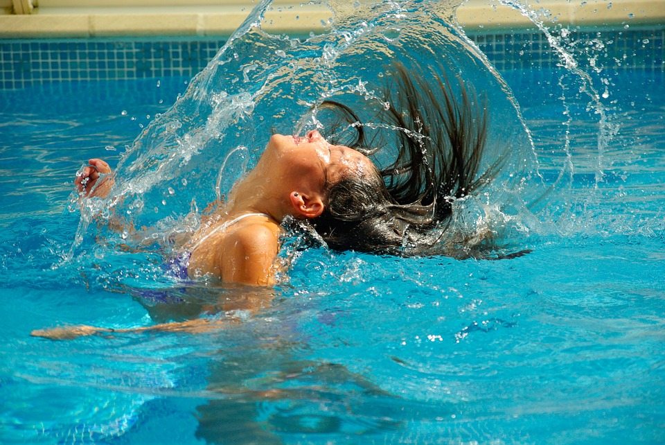 swimming-pool-475776_960_720