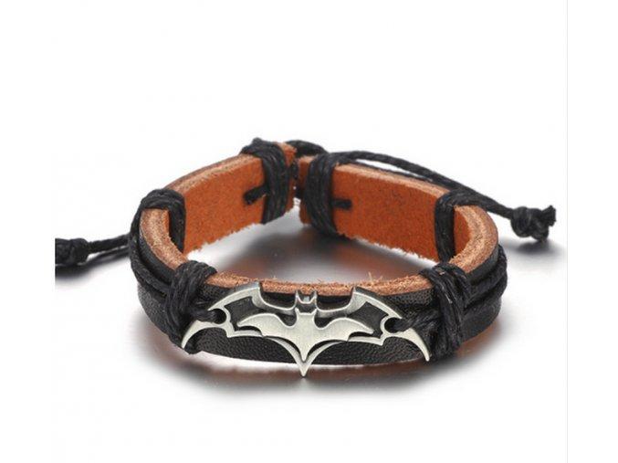 Náramek z pravé kůže  s přívěskem Batman z chirurgické oceli SSB00049 (Barva Stříbrná)