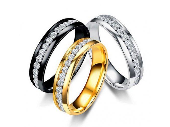 Prsten z leštěné chirurgické oceli se zirkony- zlatý SR00002 (Velikost 9)