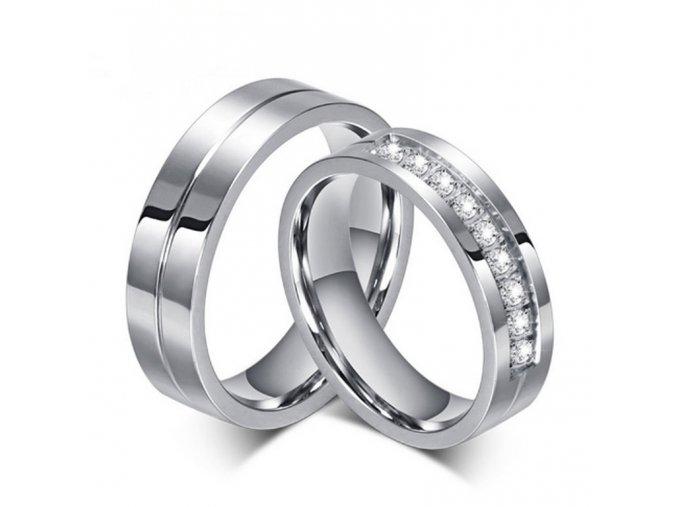 Dámský prsten s malými zirkony z chirurgické oceli SR000029 (Velikost 9)