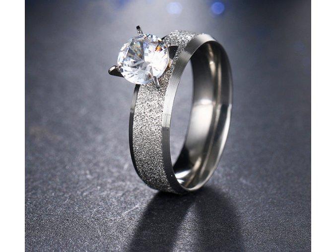 Stříbrný prsten z pískované chirurgické oceli s lesklým velkým zirkonem SR000038 (Velikost 9)