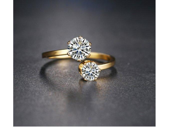 Zlatý, netradiční prsten z chirurgické oceli a 2. zirkony SR000043 (Velikost 9)