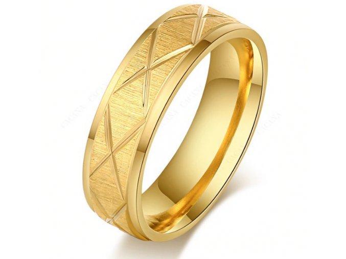 Masivní prsten z rýhováním z chirurgické oceli- zlatý SR00081 (Velikost 9)