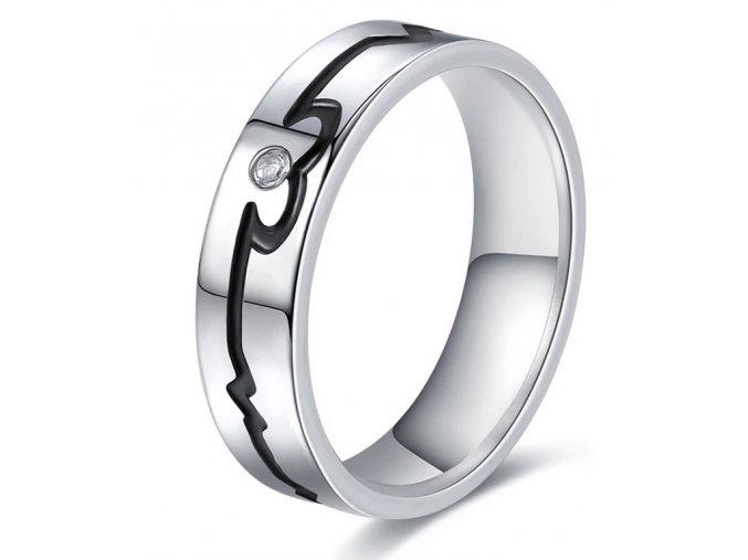 Stříbrný prsten černá křivka EKG z chirurgické oceli se zirkonem SR000107 (Velikost 9)