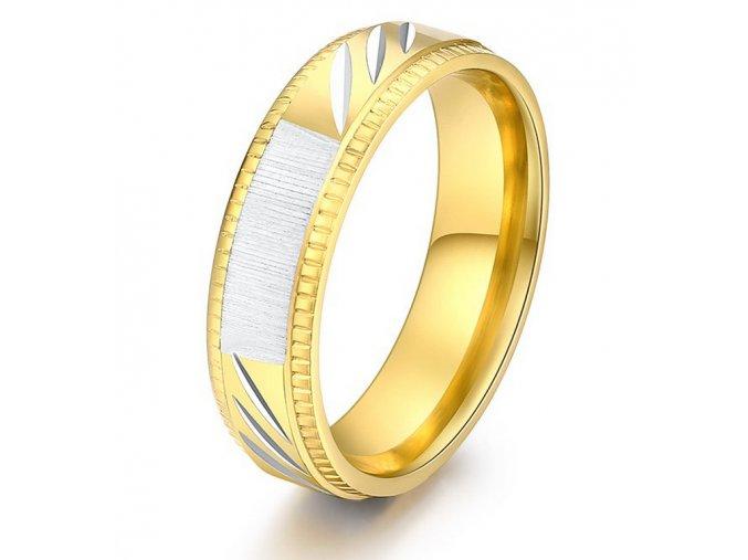 Prsten z rytím z chirurgické oceli Strips ve zlatém provedení SR000108 (Velikost 9)