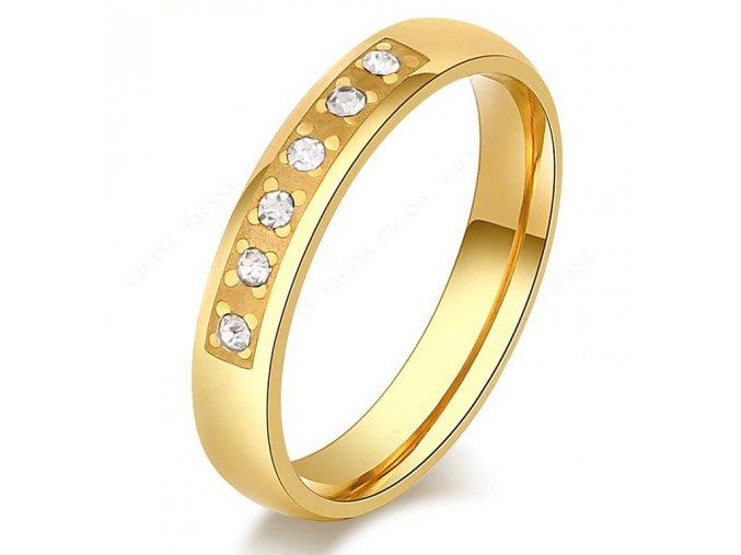 Dámský  zlatý prsten z oceli osázen drobnými zirkony SR000111 (Velikost 9)