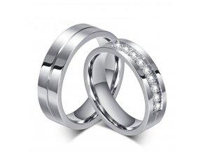 Dámský prsten s malými zirkony z chirurgické oceli SR000029