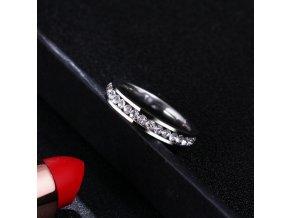 Decentní prsten z chirurgické oceli s malými zirkonky SR000048 (Velikost 9)