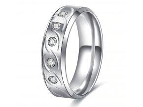 Dámsky prsten s výrazným rýhováním zdobený zirkony z chirurgické oceli SR000093