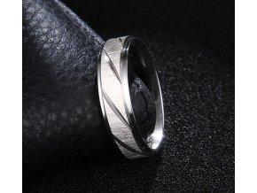 Prsten z broušené chirurgické oceli Stripy- stříbrný SR000104 (Velikost 9)
