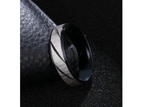 Prsten z broušené chirurgické oceli Stripy- černý SR000106 (Velikost 9)
