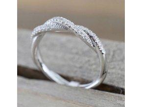 Dámský decentní prsten z rhodiované bižuterie se zirkony SR159