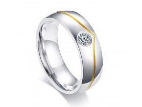 Dámský prsten  zdobený malým zirkonem a zlatým proužkem z chirurgické oceli SR166