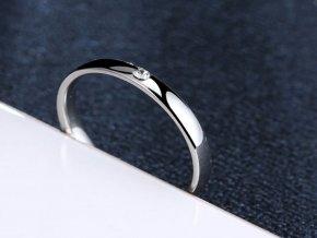 Dámský prsten s decentním zirkonem z chirurgické oceli - stříbrný SR168 (Velikost 10)