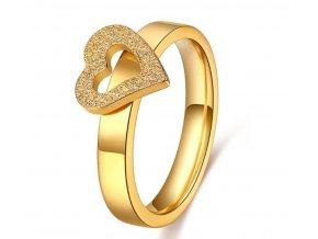Dámsky prsten se srdíčkem z pískované chirurgické oceli- zlatý SR170