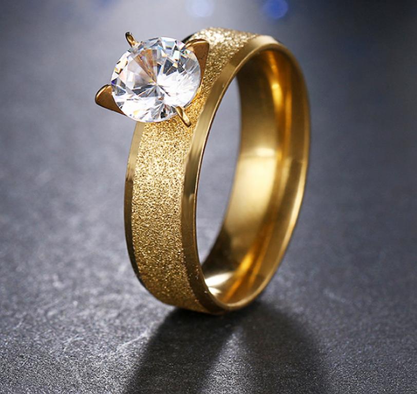 be2d024be Ziskoun Zlatý prsten z pískované chirurgické oceli s lesklým zirkonem  SR000037 Velikost: 10