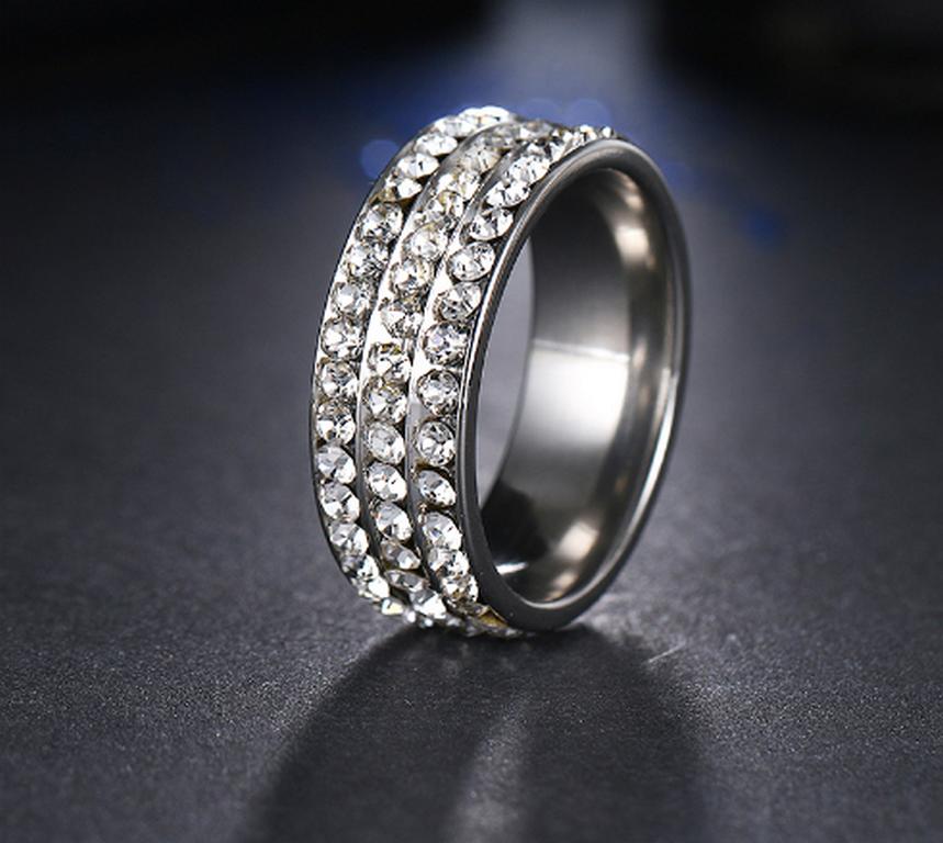 08ce7cb6d Ziskoun Stříbrný prsten z chirurgické oceli s malými zirkony čiré barvy- 8  mm SR000044 Velikost