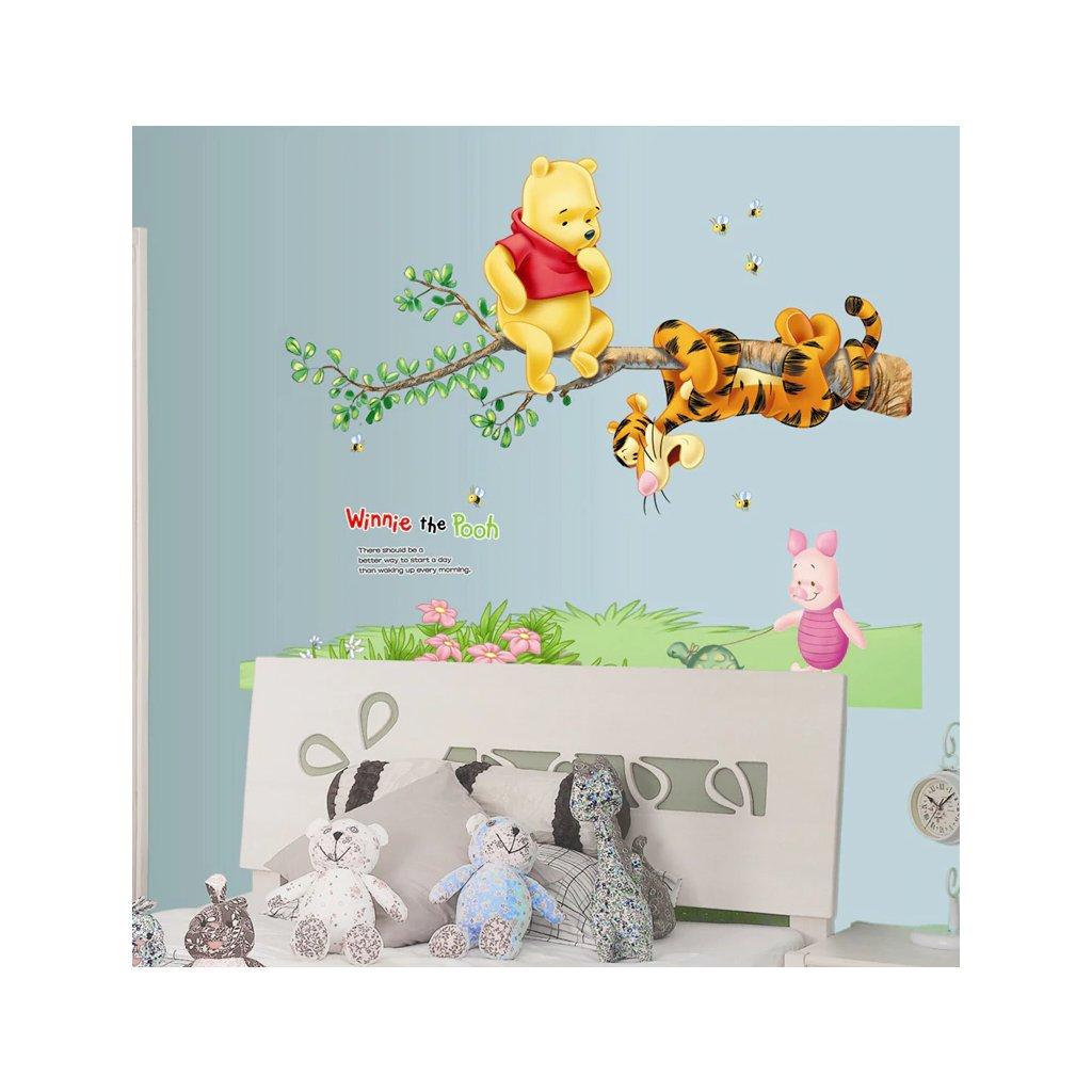 Samolepka na zeď Medvídek Pú s kamarády na stromě