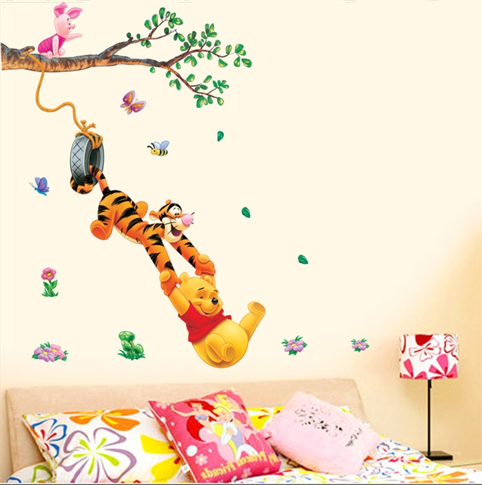 Živá Zeď Samolepka Medvídek Pú na houpačce 160 x 102 cm