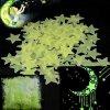 Svítící fosforové zelené hvězdičky