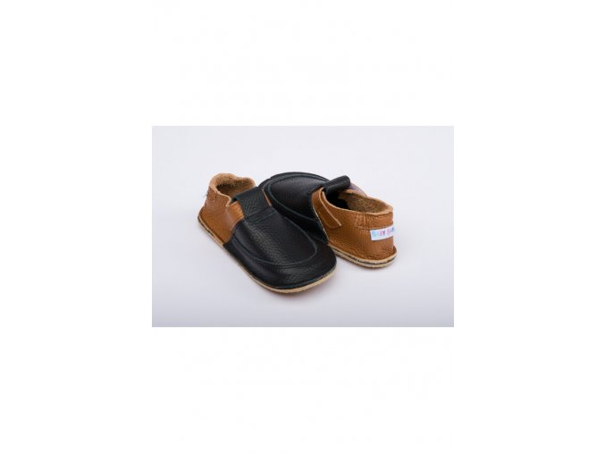 1494 baby bare shoes outdoor wood