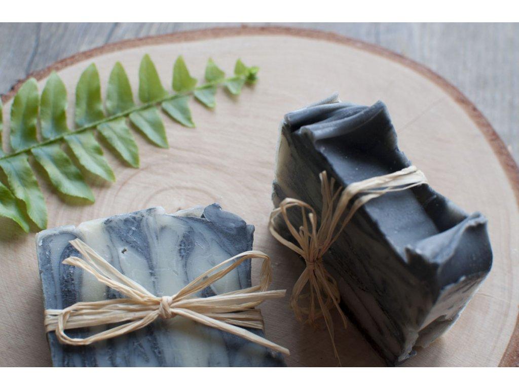 Mydlo s čajovníkom a čiernym uhlím prírodné mydlo Saipo 6