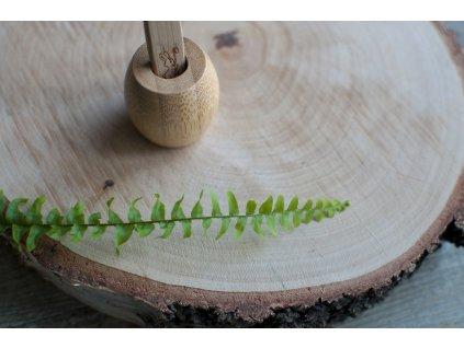 Malý bambusový stojanček na zubnú kefku - Curanatura