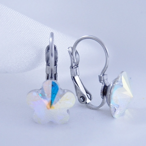 Dívčí náušnice z chirurgické oceli - kytičky s duhovým krystalem Swarovski