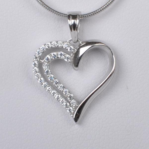 Dětský stříbrný přívěsek se zirkony - srdce