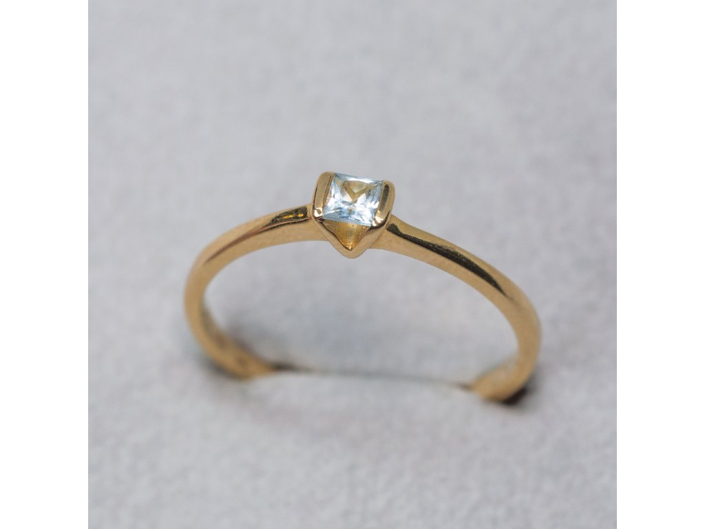 Prsten se světle modrým zirkonem, vel. 55