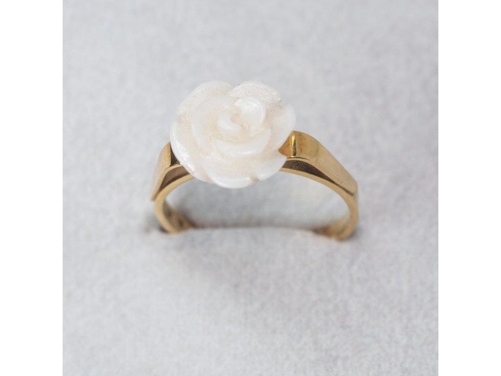 Prsten s bílým korálem, vel. 53